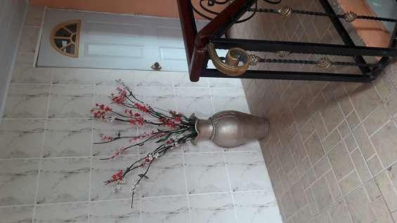 Dentro de casa alquilo hab d huesped