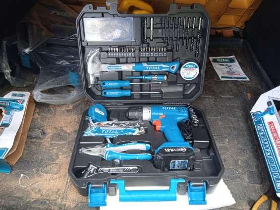 Juego de 127 herramientas en maletín de uso doméstico.